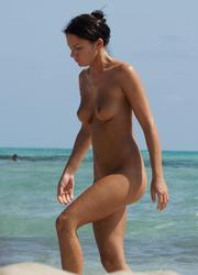 A babe on open swim suit at the Poipu Image 2