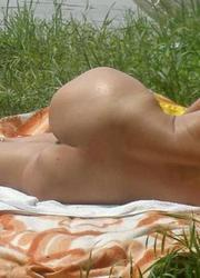 A nude girl at the Banana Image 9