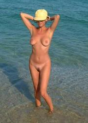 A bikini slut going topless on the Haulover Image 6