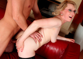 A chubby mature slut in anal photos Image 1