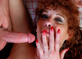 A mature slut showing off her mother-naked body Image 9