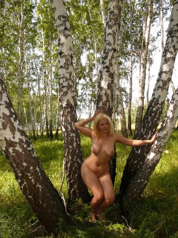 голые в лесу частное фото