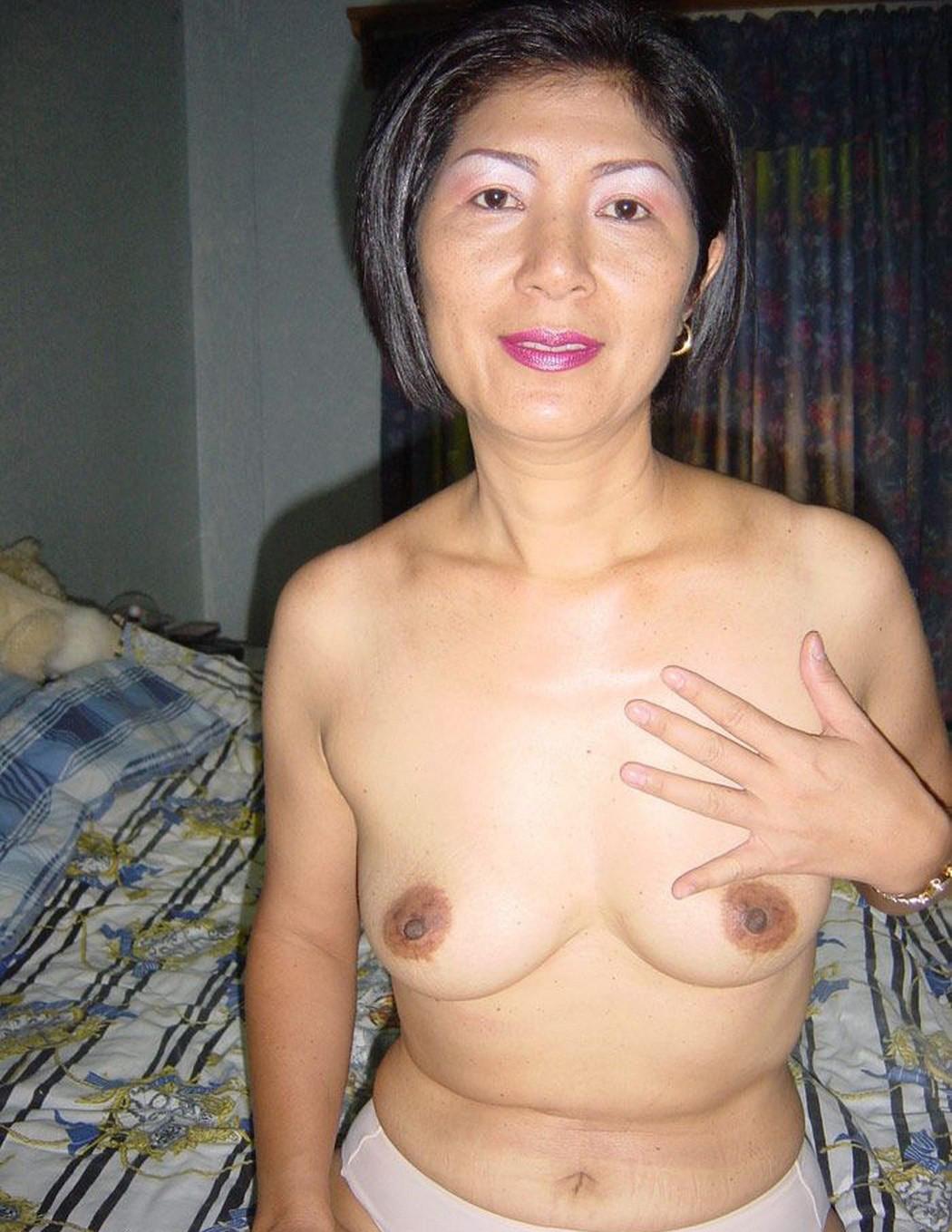 sexy yoga babe ass nude
