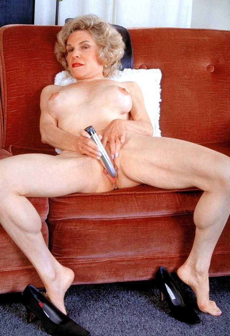 Amateur older women having sex