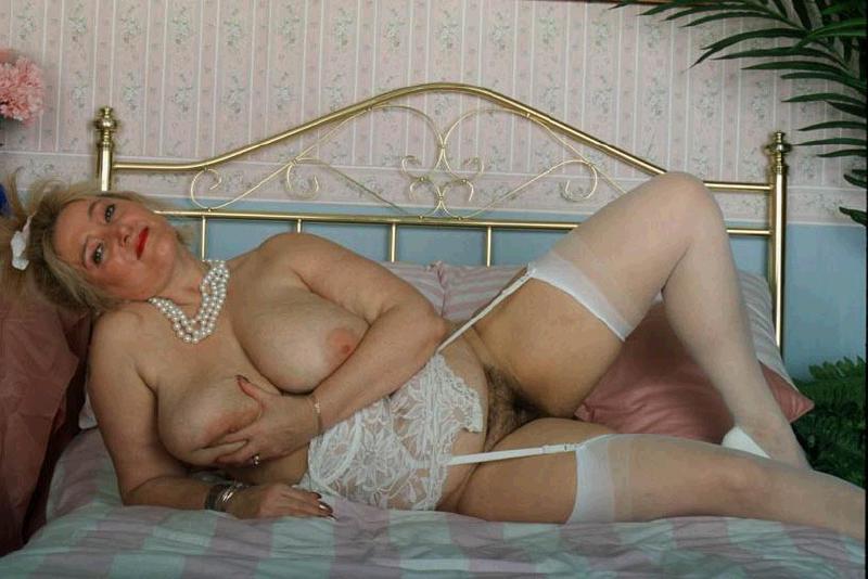 надо порно пожилые женщины в красивом нижнем белье они обычно