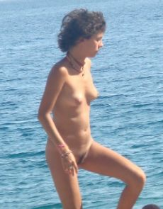 nudist girl on nude beach spy hidden camera