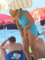 Beach Spy Eye's voyeur photos and videos