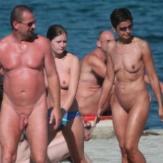 Beach Spy Eye - huge nude beach photo and video collection