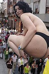 giant_women07.jpg
