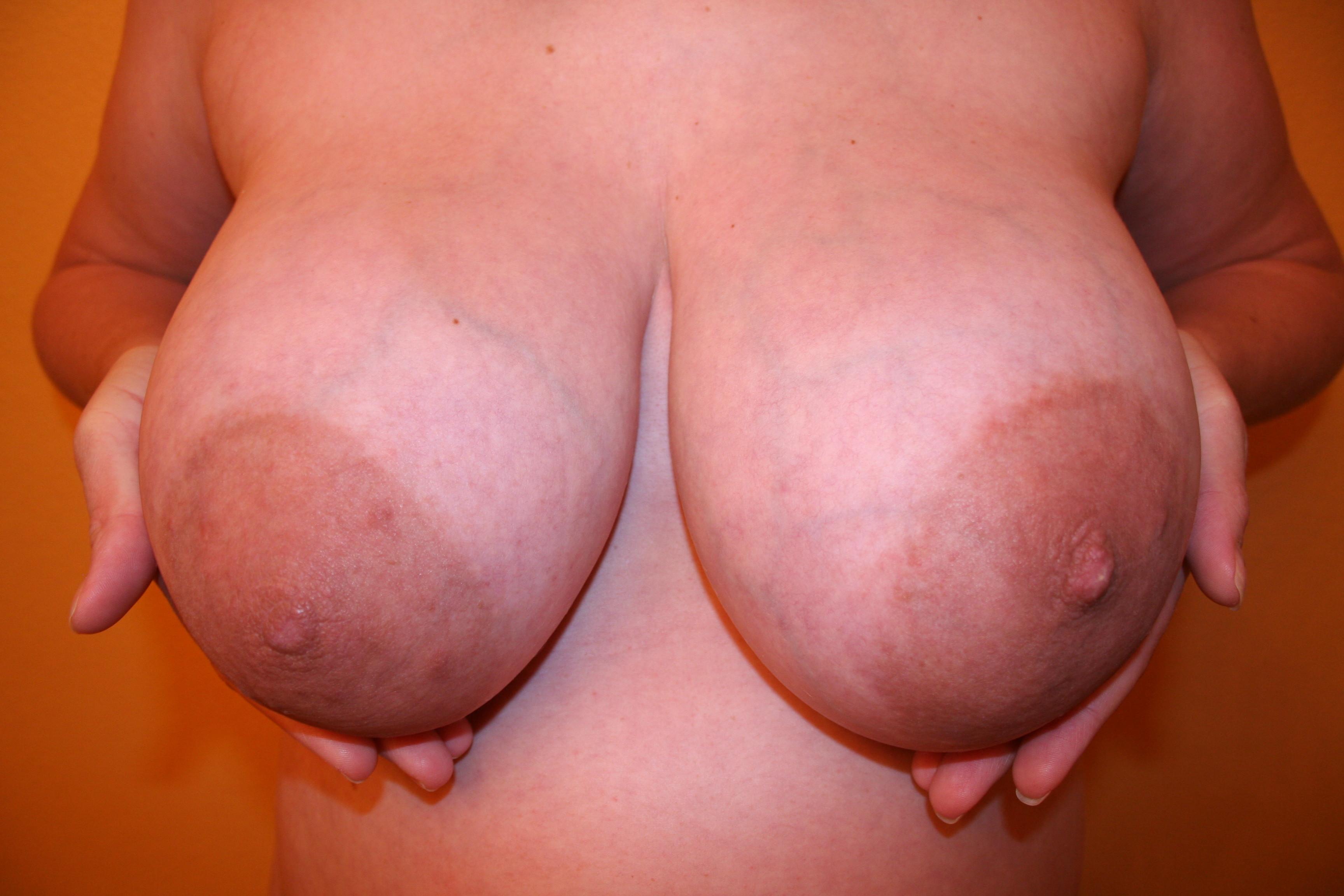 больше выпирали, женская грудь с большим ореолом фото этой