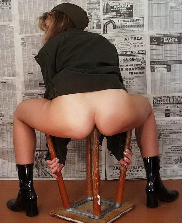 Трахается с ножкой от стула