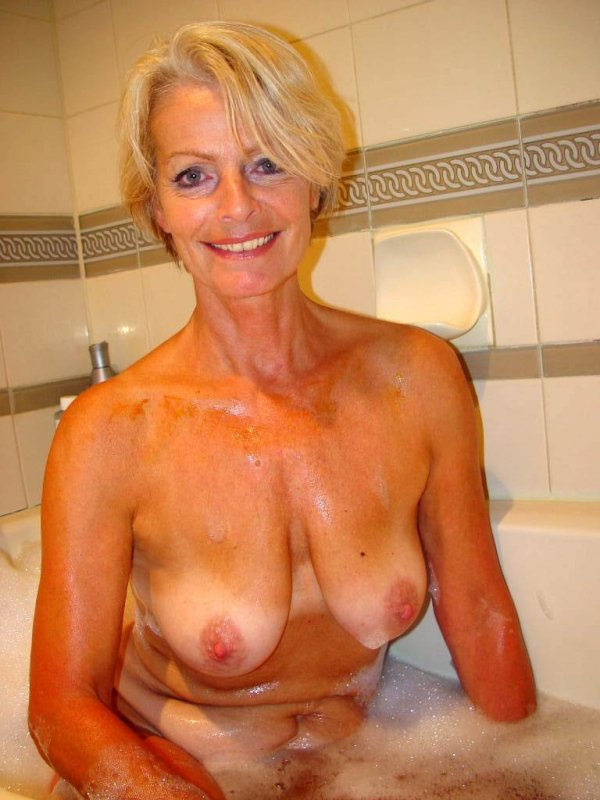 Красивая мамаша видео голая