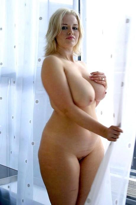 polnenkie-blondinki-golie