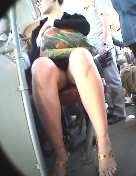 Видео домашние секс две подружки в чулках и юбках поселок даже