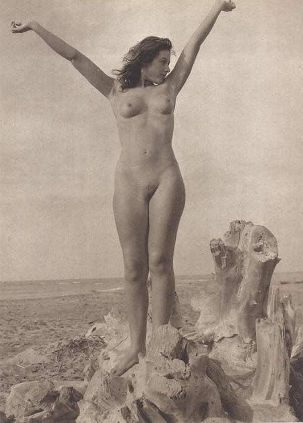 Rhona mitra ass naked