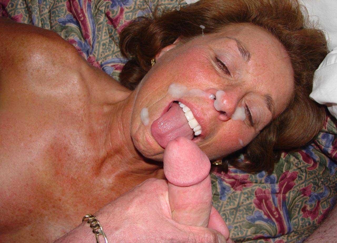 зрелым женщинам кончают в рот