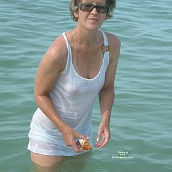 Nude mature woman at nudist beaches photos