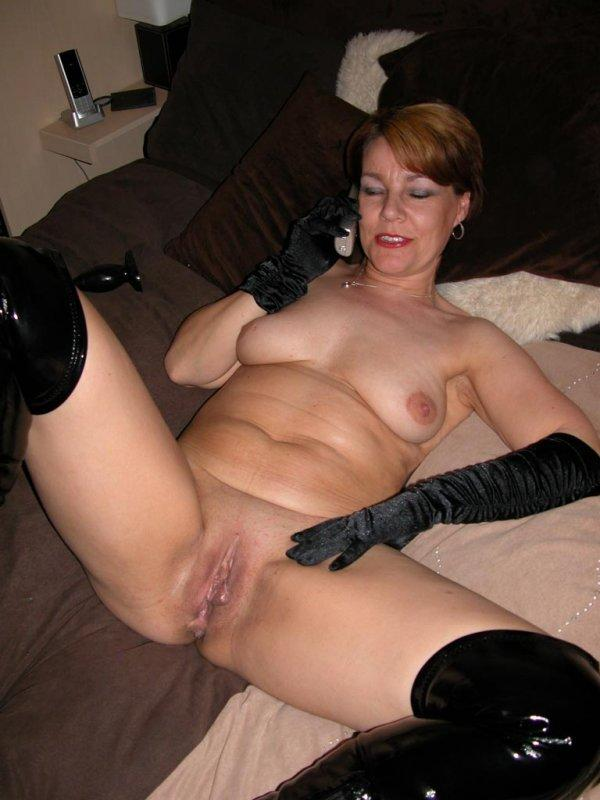 Lesbian milf seduces daughters friend video