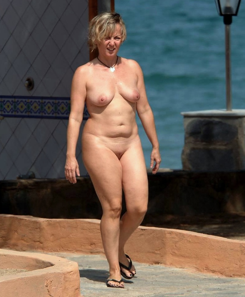 Nudist middle aged women — pic 14