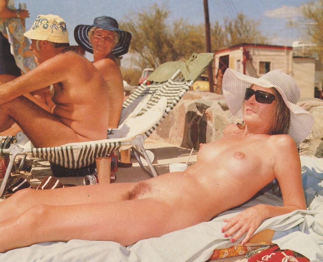 retro-nudistskie-plyazhi